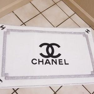 White and black memory foam bathroom mat